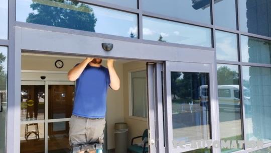 sửa cửa kính tự động
